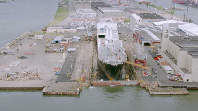 """ms zo aerial view of shipyard / new york city, united states"" - 造船所点の映像素材/bロール"