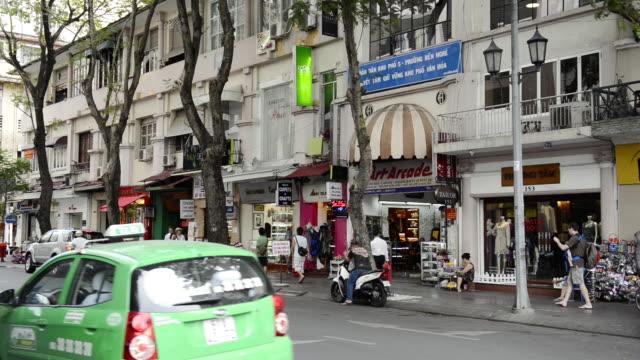 vídeos y material grabado en eventos de stock de ws view of shops / central ho chi minh, vietnam - letrero de tienda