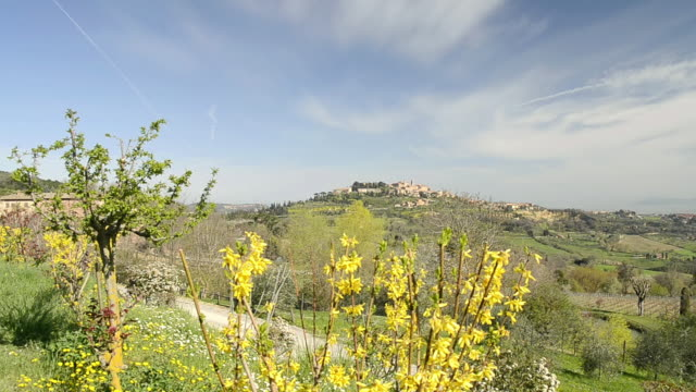 ws pan view of shot of city at hill / montepulciano, tuscany, italy - tuscany stock videos & royalty-free footage