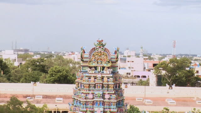 ws zo view of shri mennakshi hindu temple / madurai, tamil nadu, india - temple building stock videos & royalty-free footage