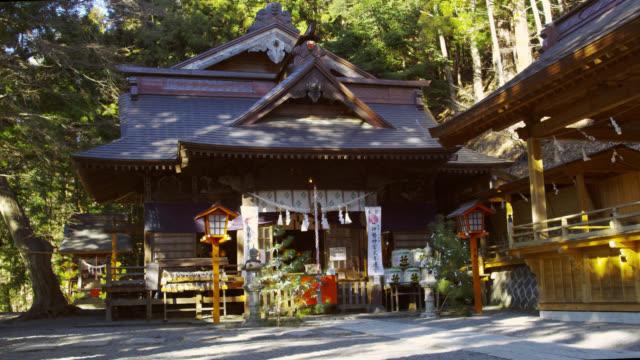 ms view of shrine / shimo yoshida, yamanashi, japan - schrein stock-videos und b-roll-filmmaterial