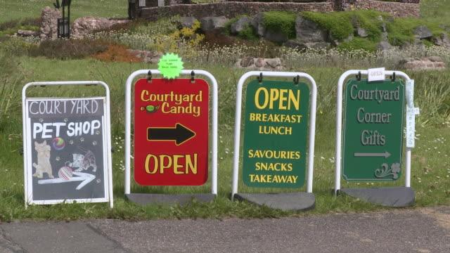 ms view of signs board / drumnadrochit, great glen, highlands, scotland - rappresentazione di animale video stock e b–roll
