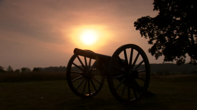 ws view of silhouette shot of cannon at sunset / gettysburg, pennsylvania, united states - gettysburg stock videos & royalty-free footage