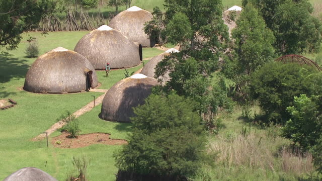 ms aerial zo view of six straw huts / nelspruit, mpumalanga, south africa - grashütte stock-videos und b-roll-filmmaterial