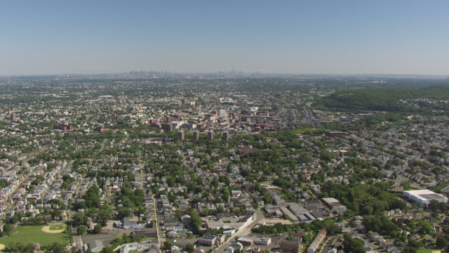 stockvideo's en b-roll-footage met ws aerial td view of sky and manhattan in far in distance / paterson, new jersey, united states - tilt down