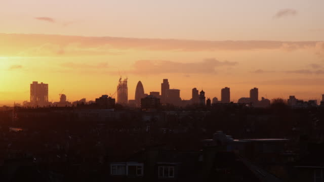 WS T/L View of skyline at dawn / London, UK