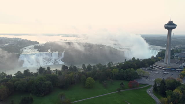 vídeos y material grabado en eventos de stock de view of skylon tower and the niagara falls(horseshoe falls and bridal veil falls) in ontario, canada and in newyork, usa at daytime - ciudad de niagara falls estado de nueva york