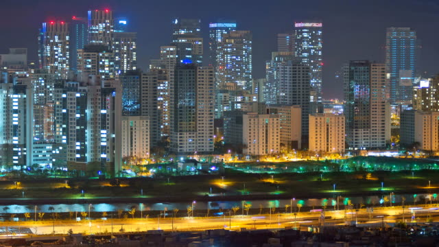 stockvideo's en b-roll-footage met ws t/l view of skyscraper and traffic moving in songdo business district (new town) at night / incheon, south korea - incheon