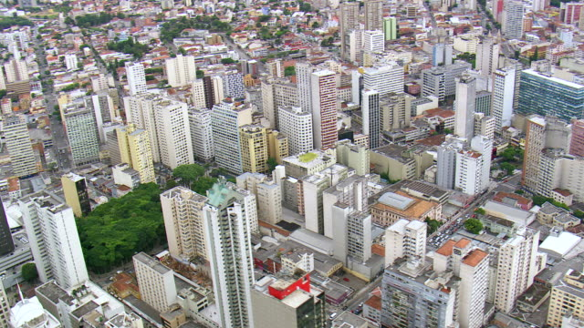 ws aerial zi view of skyscraper with palacio avenida in city / parana, brazil - avenida stock videos & royalty-free footage