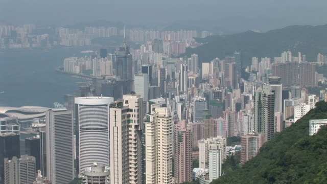 view of skyscrapers from victoria peak in hong kong china - central plaza hong kong stock-videos und b-roll-filmmaterial