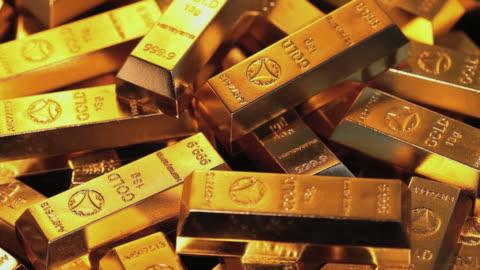 ms ds view of slowly spining around stack of gold bar / shibuya, tokyo, japan - guldgul bildbanksvideor och videomaterial från bakom kulisserna
