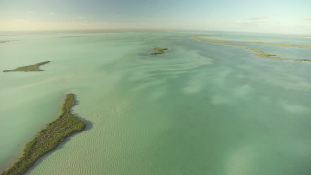 stockvideo's en b-roll-footage met ws aerial view of small keys crossing florida bay / florida, united states - the florida keys