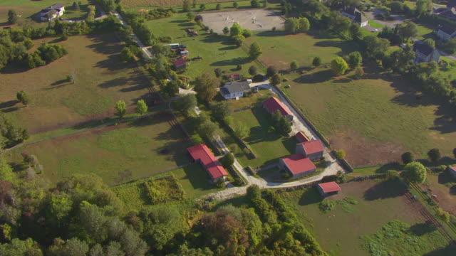 vídeos de stock e filmes b-roll de ws aerial pov view of small town/ dartmouth, massachusetts, united states - dartmouth
