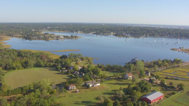 vídeos de stock e filmes b-roll de ws aerial pov view of small town with bay/ dartmouth, massachusetts, united states - dartmouth