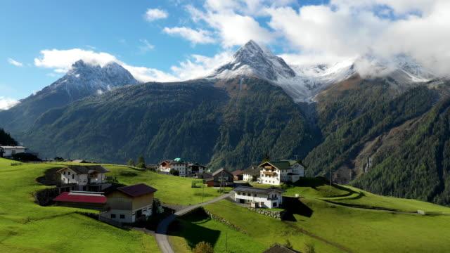 vídeos y material grabado en eventos de stock de view of small village in tyrol(tirol), langenfeld, austria - tirol