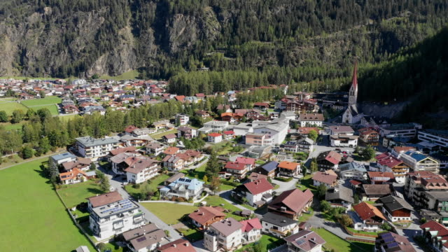 view of small village in tyrol(tirol), langenfeld, austria - einfamilienhaus stock-videos und b-roll-filmmaterial