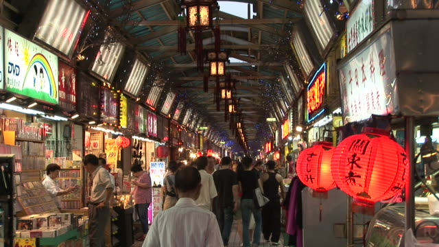 vídeos de stock e filmes b-roll de view of snake alley night market in taipei taiwan - taiwan
