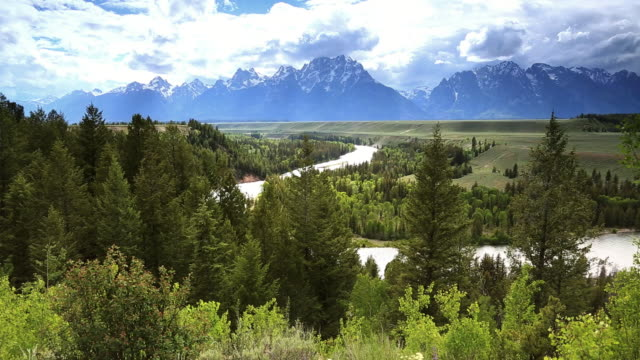 ws view of snake river overlook grand teton national park / montana, united states - river bend land feature stock videos & royalty-free footage