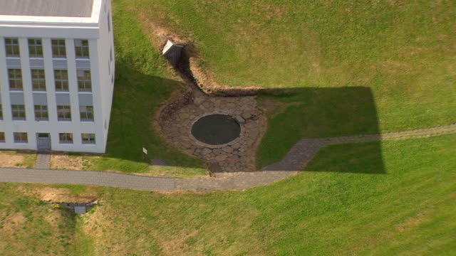 ms aerial ts ds view of snorrilaug ancient thermal bath at reykholt / iceland - natürliches thermalbecken stock-videos und b-roll-filmmaterial