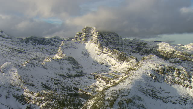 ms aerial view of snow covered weather peak in mission mountains / st. ignatius, montana, united states - stimmungsvoller himmel stock-videos und b-roll-filmmaterial