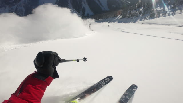 pov view of snow skiing on in fresh powder snow in the mountains. - wintersport stock-videos und b-roll-filmmaterial
