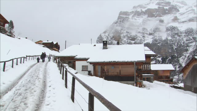 ws pan view of snowy mountain village in winter / gimmelwald, berner oberland, switzerland - gimmelwald stock videos & royalty-free footage