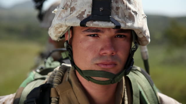 vidéos et rushes de cu view of soldier audio / camp pendleton, ca, united states - soldat
