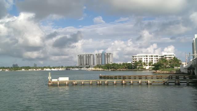 stockvideo's en b-roll-footage met ws view of south beach from venetian causeway / miami beach, florida, united states - venetian causeway bridge