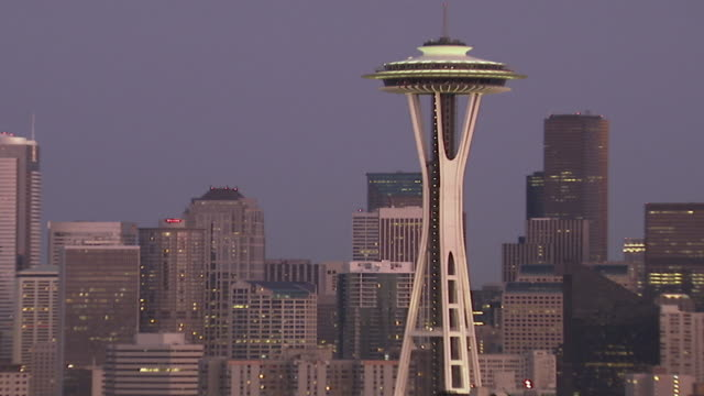 ws zo view of space needle at dusk / seattle, washington, usa  - フェードイン点の映像素材/bロール
