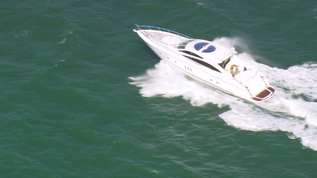 WS AERIAL ZI TS View of speed boat running in Studland Bay / Dorset, United Kingdom