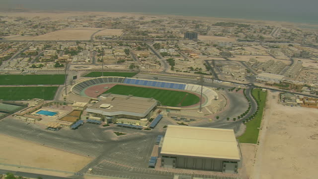 vídeos de stock e filmes b-roll de ws aerial ds zi zo view of sports stadiums in city / qatar - catar