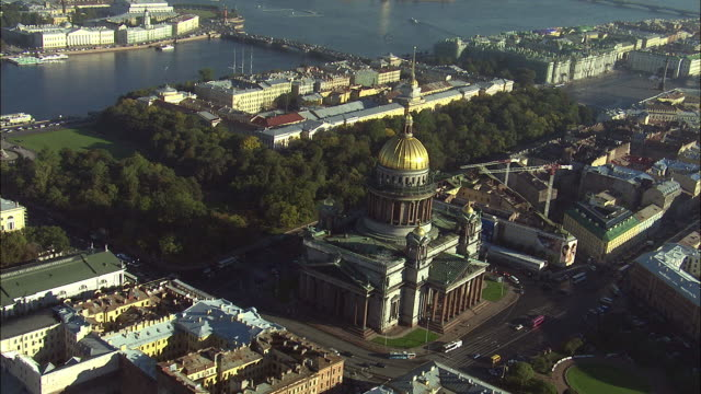 ws pov aerial view of st isaac's cathedral in st petersburg / saint petersburg city, saint petersburg, russia - st. petersburg russia stock videos & royalty-free footage