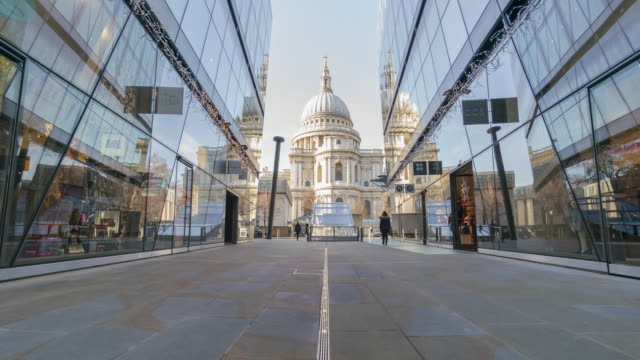 View of St Paul's Cathedral and mirror time lapse