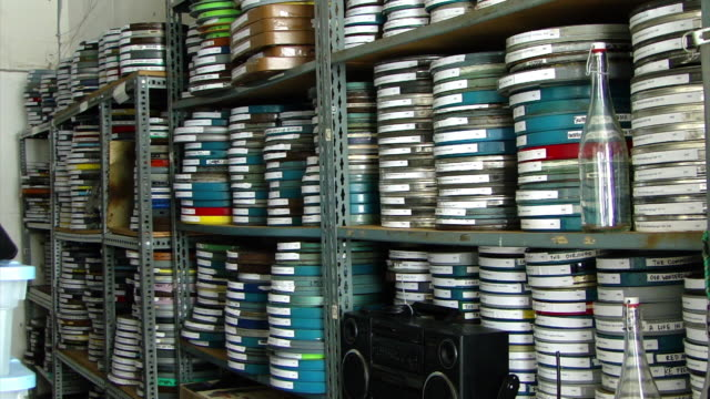 vidéos et rushes de view of stacks of different films in film cans on shelves, in a film archive in san francisco, california on february 22, 2012. - équipement audiovisuel