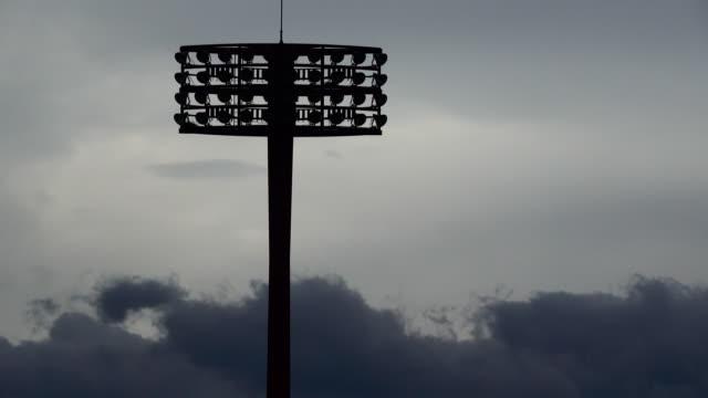 vídeos de stock e filmes b-roll de view of stadium lights at dusk - iluminado por holofote