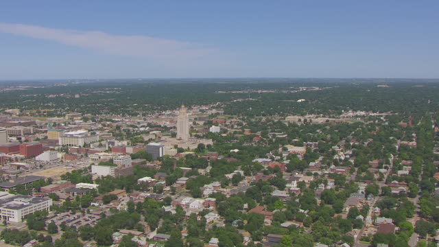 ws aerial view of state capitol building and downtown / lincoln, nebraska, united states - nebraska stock-videos und b-roll-filmmaterial