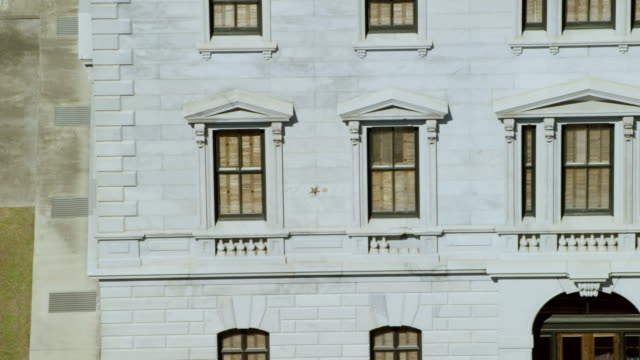 ms aerial pov view of state house / columbia, south carolina, united states - facciata video stock e b–roll