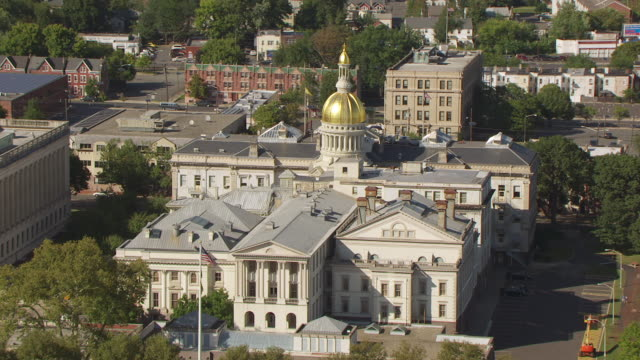 ws aerial view of state house / trenton, new jersey, united states - dome stock videos & royalty-free footage