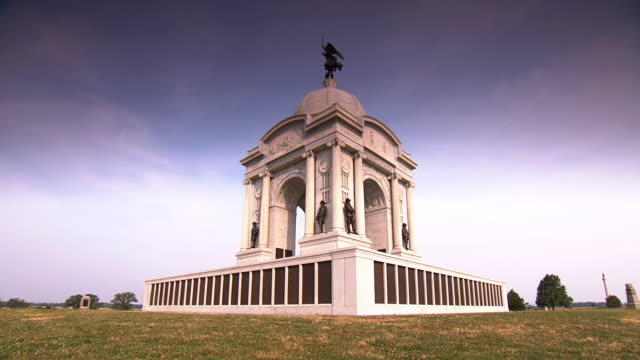 ws pan la view of state of pennsylvania monument on gettysburg national military park / gettysburg, virginia, united states - gettysburg stock-videos und b-roll-filmmaterial