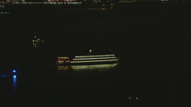 aerial ms ts zo view of staten island ferry with lower manhattan in background / new york city  - フェリー船点の映像素材/bロール