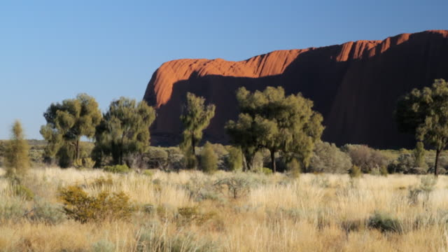 ws view of static north facade of ayers rock / northern territory, australia - wiese stock videos & royalty-free footage