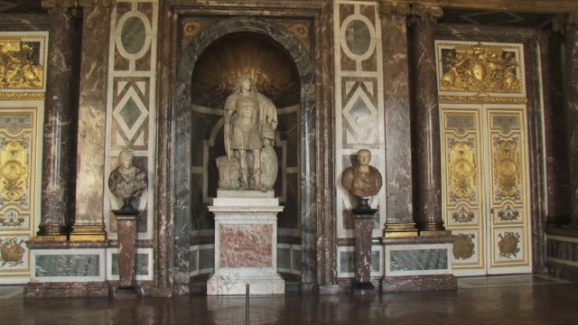 ws view of statue in empty room / versailles, ile de france, france - chateau de versailles stock videos & royalty-free footage