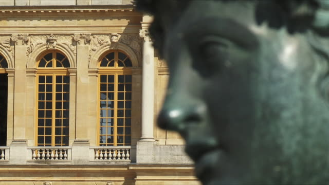 cu r/f view of statue in front of palace / versailles, ile de france, france - versailles stock videos & royalty-free footage