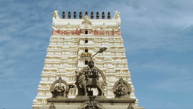 ws view of statue in front of ramanathaswamy temple / rameswaram, tamil nadu, india - animal representation stock videos & royalty-free footage