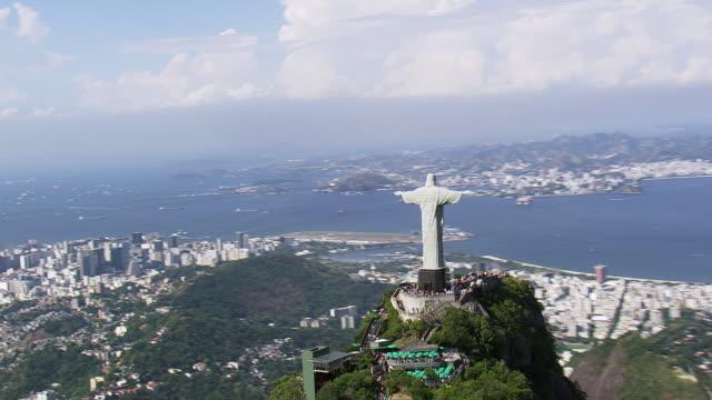vídeos y material grabado en eventos de stock de ws aerial ds view of statue of cristo corcobado rio de janeiro / rio de janeiro, brazil - objeto masculino