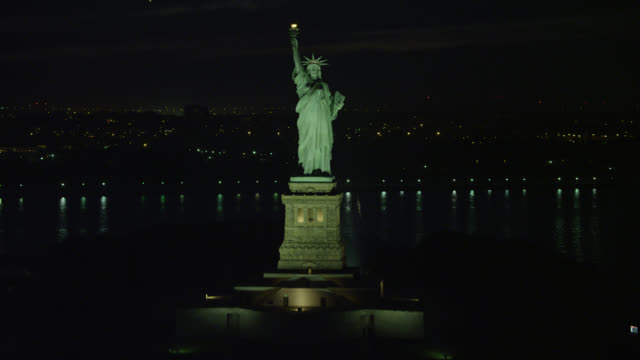 """""""ws aerial tu view of statue of liberty / new york city, united states"""" - statue of liberty new york city stock videos & royalty-free footage"""