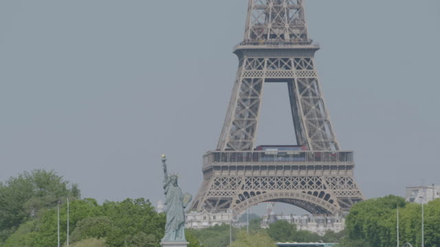 ws view of statue of liberty replica in front of eiffel tower / paris, france - replica eiffel tower stock videos & royalty-free footage