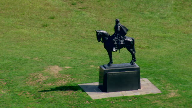 ws aerial zi zo view of statue of stonewall jackson / virginia, united states - animal representation stock videos & royalty-free footage