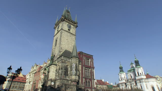 ms view of st.nickolas church at old town square / prague, hlavni mesto praha, czech republic - stare mesto stock videos & royalty-free footage