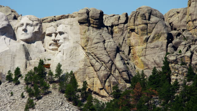 view of stone carved presidents mount rushmore usa - thomas jefferson stock videos & royalty-free footage